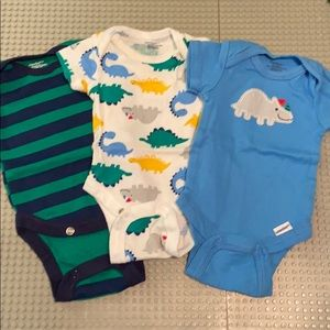 Newborn onesies set of 3